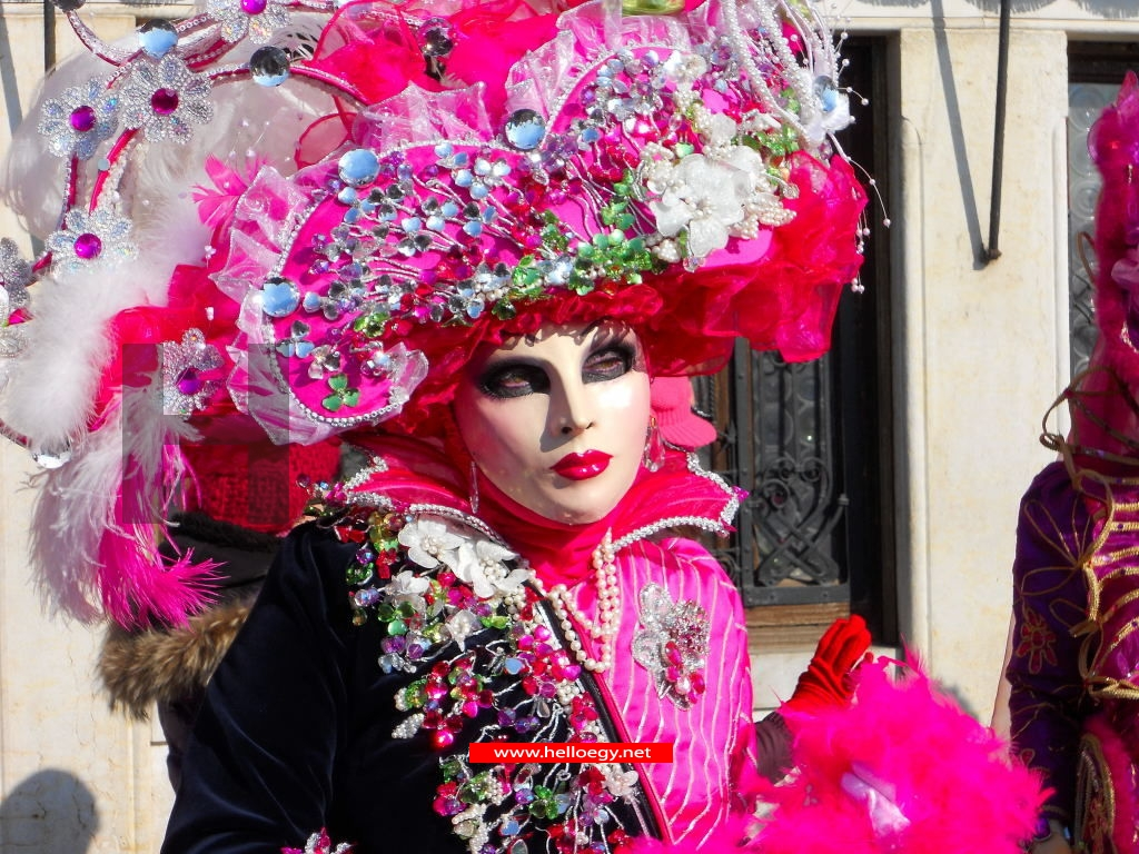 Masks hide social classes at the Venice Carnival